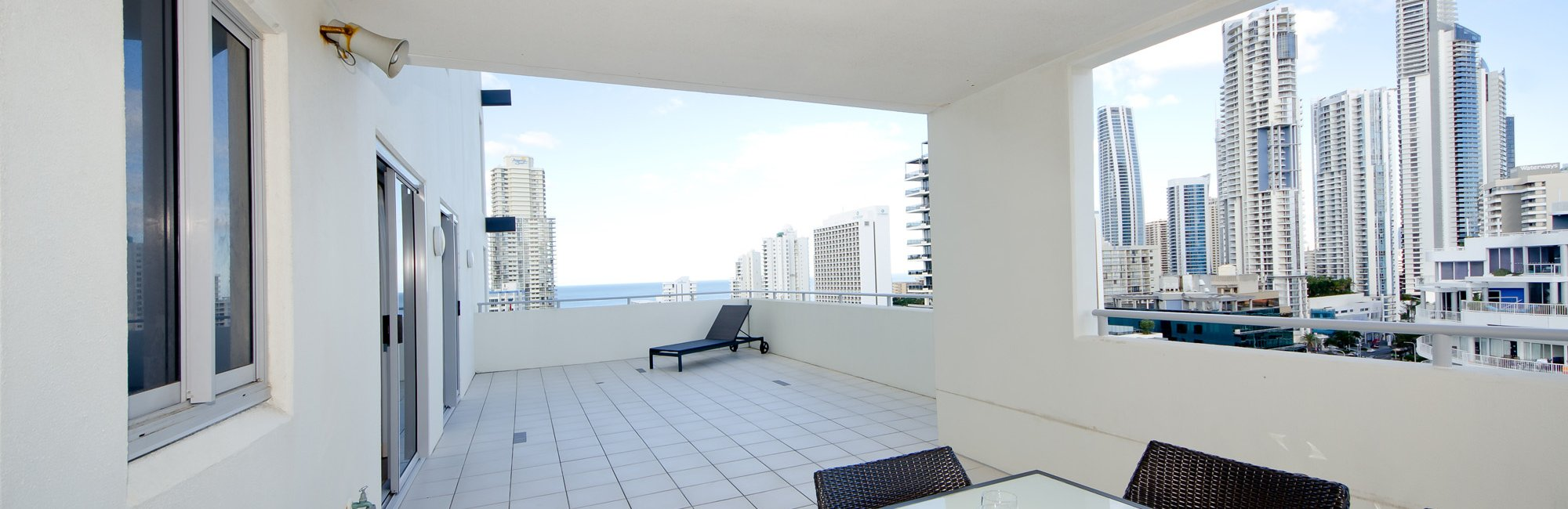 Surfers paradise luxury apartments trilogy surfers for Balcony booking